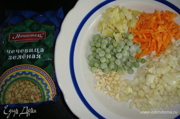 Овощи почистить и нарезать любым удобным для вас способом.
