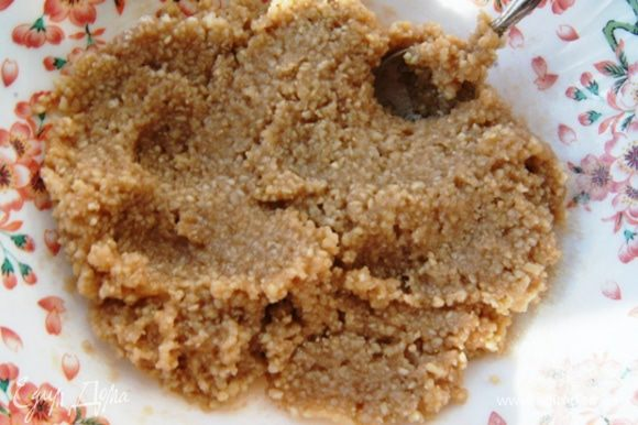 Вот такая паста, почти марципан. Если масса жидковата, добавьте сахарной пудры.