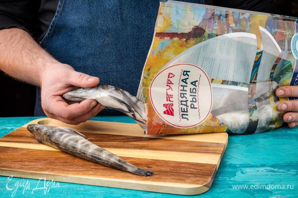 Филе ледяной рыбы ТМ «Магуро» разморозить, вымыть, распотрошить, удалить плавники и хвост.