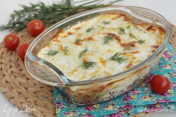 Запекайте блюдо в духовке при 175°С 25 — 30 минут.