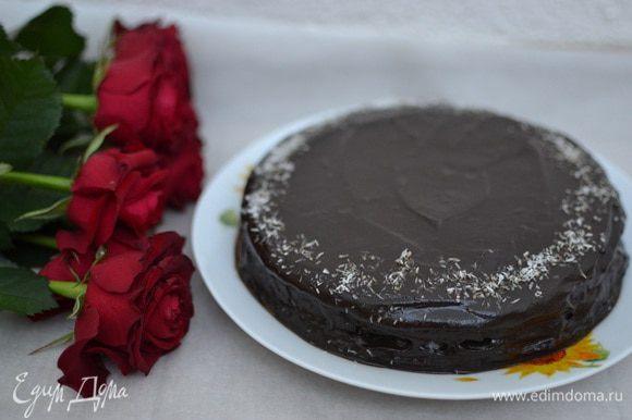 Готовый торт «Баунти» отправляем в холодильник для пропитки (потребуется не менее 3 часов).