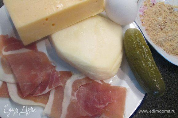 Куски сыра должны быть толщиной около 1 см.