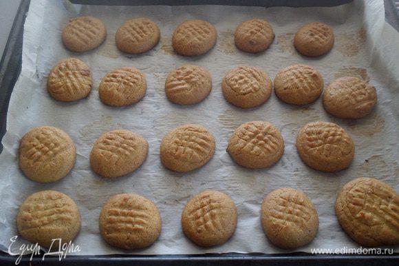 Выпекаем печенье 15-20 минут при 180°С.