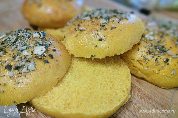 Булочки можно использовать не только для гамбургеров, но и как обыкновенный хлеб, с колбаской или с сыром.