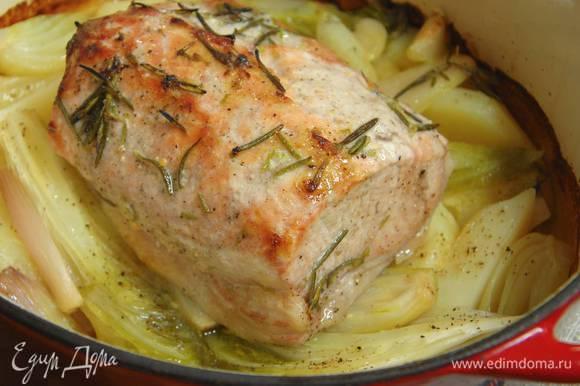 Порошок горчицы перемешать с медом, обмазать мясо и, не накрывая крышкой, запекать в разогретой духовке 15‒20 минут до готовности.