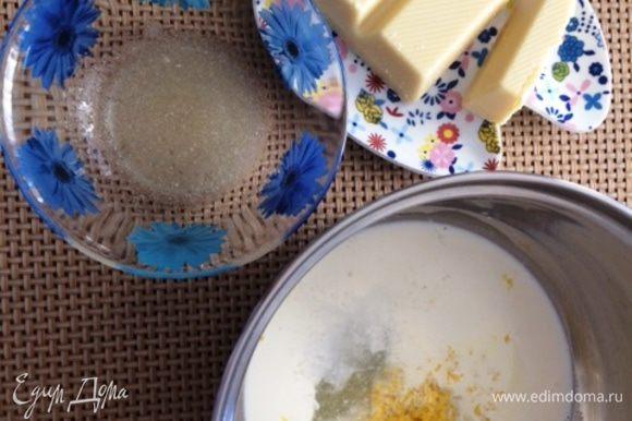Готовим креме на белом шоколаде. Замочить желатин. Распустить на водяной бане. Натереть цедру лимона и выжать сок (15 г). В сотейнике соединить сок лимона, цедру лимона, сливки (50 г) и сахар (5 г). Ставим на огонь и доводим до кипения, остужаем до 85°С и добавляем распущенный желатин. На водяной бане растопить шоколад и на него выливаем желатиновую массу. Перемешиваем, чтобы масса немного остыла. Добавляем йогурт (на свой вкус). Пробиваем всю массу погружным блендером.