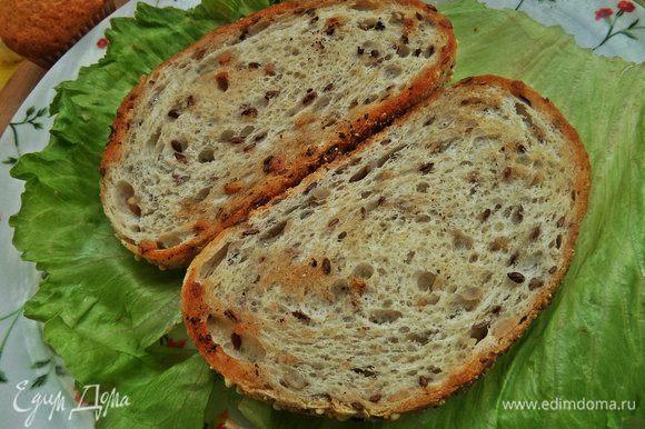 Ломтики хлеба (у меня с семенами льна, подсолнечника, мака, сезама, есть просо) обжарить на ароматном масле от Biolio.