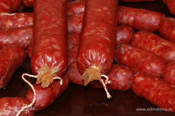 Такой вид имела колбаса по истечении 4,5 часов в духовке.