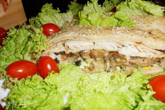 Кулебяка — универсальное блюдо. Она может подаваться и как закуска, и как основное блюдо, и как дополнение к нему (например, вместо хлеба к супу или похлебке). Приятного аппетита! Угощайтесь!