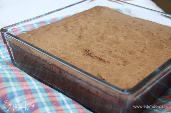 Выпекать на 175°С не более 25 минут! Важно не передержать, иначе брауни превратится в обычный шоколадный бисквит.