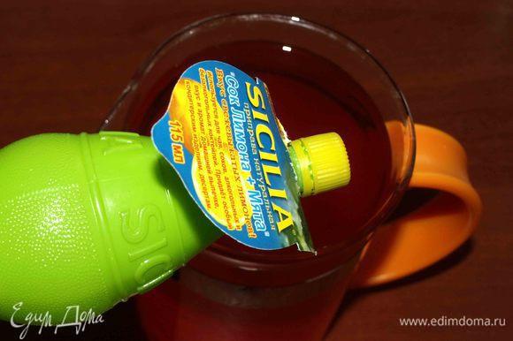 Добавить 3 ст. ложки лимонного сока с мятой ТМ SICILIA, сахар. Размешать.