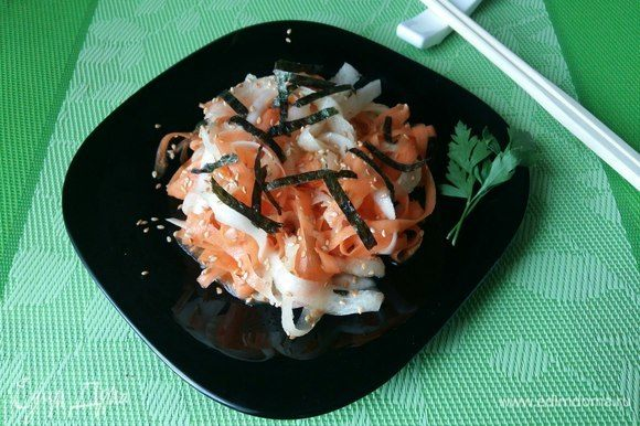 Украсим тонко нарезанным листом «нори» и подадим к столу. Приятного аппетита!
