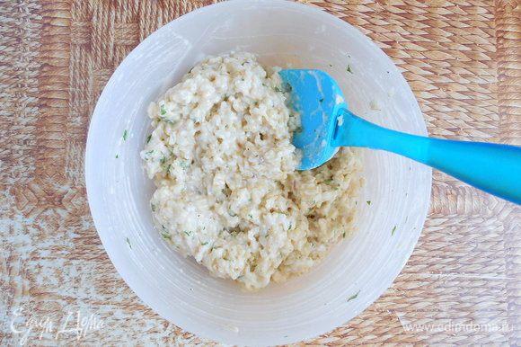 Аккуратно лопаткой вмешать белок в тесто в 2 приема, перемешивая снизу вверх.