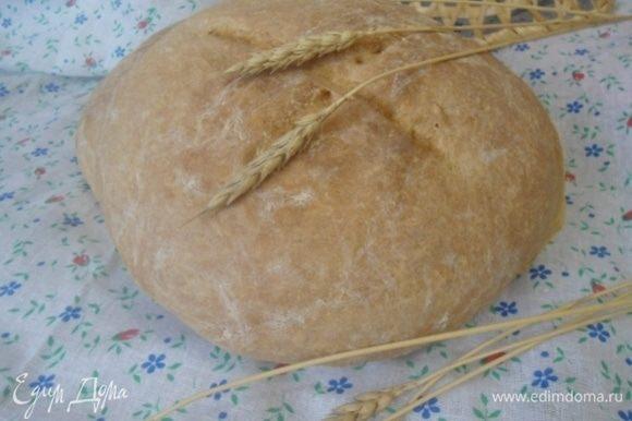 Румяный хлеб остудить на решетке.