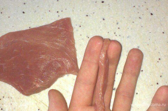 Мясо должно получиться примерно такого размера и толщины, чтобы оно приготовилось и приобрело необходимый цвет.