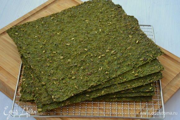 У меня вышло 6 больших листов зеленых хлебцов.