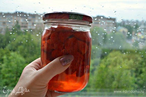 Выложить ягоды в подходящую стеклянную или керамическую емкость. Залить уксусом минимум на 3 часа. А лучше забыть об этом на всю неделю!