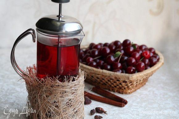 Дать настояться напитку 15-20 минут. Вкуснейший ароматный и полезнейший напиток готов! Приятного аппетита) Кстати, вишневый безалкогольный пунш с шиповником можно готовить в термосе, тогда у него получается более насыщенный вкус.