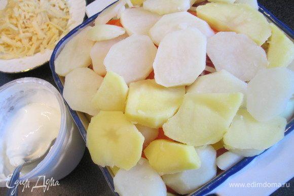 Самый верхний слой — плотно уложенный картофель.