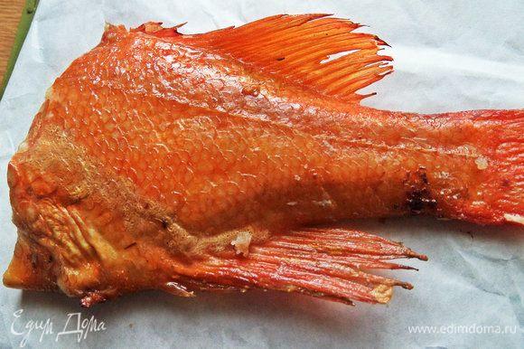 Так как омлет рыбный, воспользуйтесь любой имеющейся рыбкой. У меня морской окунь горячего копчения.