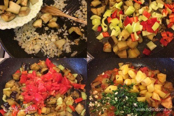 В сковороде с толстым дном разогреть растительное масло, обжарить лук и 1 зубчик чеснока, к луку добавить отжатые баклажаны. Накрыть крышкой и тушить 10-15 минут. Затем добавить болгарский и тушить еще пару минут. Помидор очистить, нарезать, добавить к овощам и потушить 3-4 минутки. Зелень, чеснок и немного острого зеленого перца мелко нарезать. К овощам добавить, жареный картофель, зелень, чеснок, зеленый перец, посолить, поперчить, перемешать, потушить 2 минутки и снять с огня!
