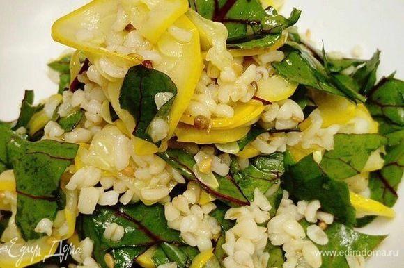 Заправляем салат получившимся соусом. Салат готов. Приятного аппетита и доброго здоровья!