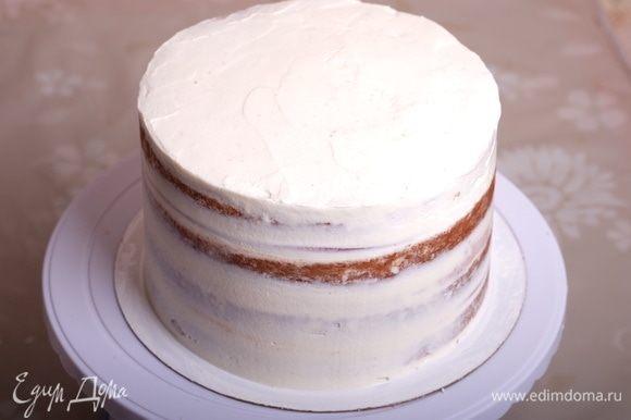 Обмазываем торт кремом и выравниваем его. Ставим торт в холодильник (желательно на ночь).