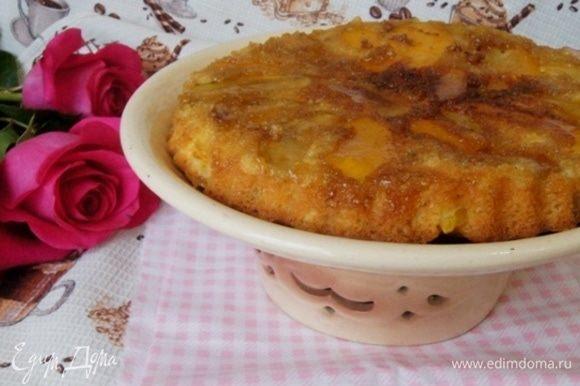 Переверните пирог на блюдо и подавайте к чаю!