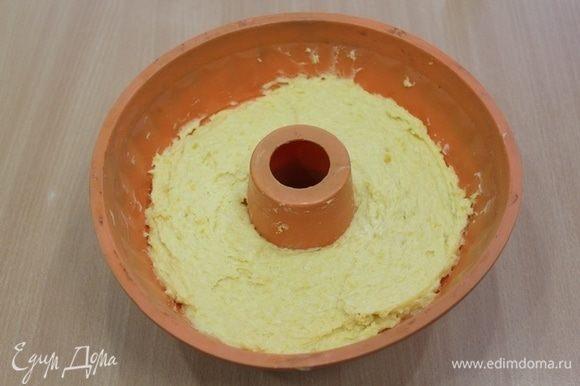 Выложить тесто в форму. Выпекать при 180°С 50-55 минут.