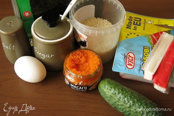Подготовим продукты по списку. Крабовые палочки Vici охлажденные.