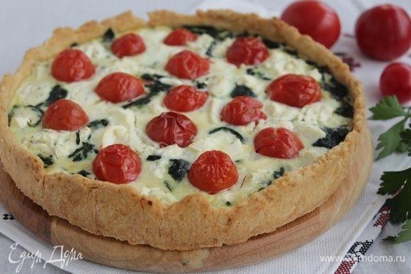 Запекаем пирог при температуре 170–180°C, около 30 минут.
