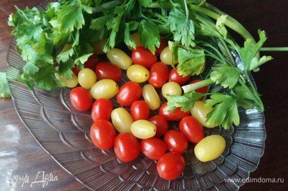 Подготовить помидоры черри. Я взяла разного цвета по 10 шт.