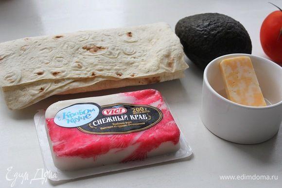 Сыр твердый не обязательно мраморный, как на фото. Используйте тот, которому отдаете предпочтение. Авокадо крупный, использовала чуть меньше половины (мякоти вышло 60 г).