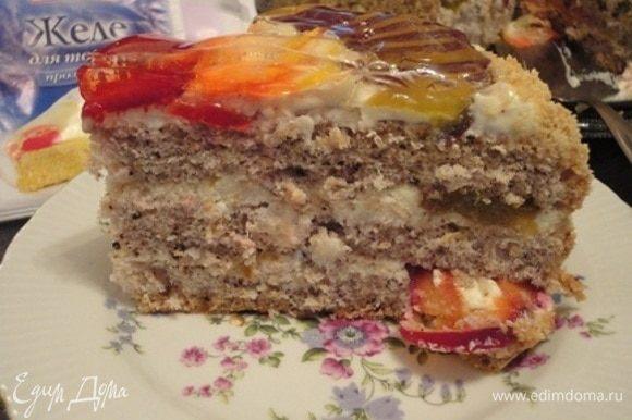 Коржи не требуют пропитки. Мы разрезали торт через 4-5 часовой выдержки в холодильнике — очень нежный, в меру сладкий, с легкой фруктовой кислинкой!