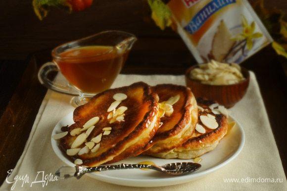 Подавать можно с миндальными лепестками, медом или джемом. Приятного аппетита!