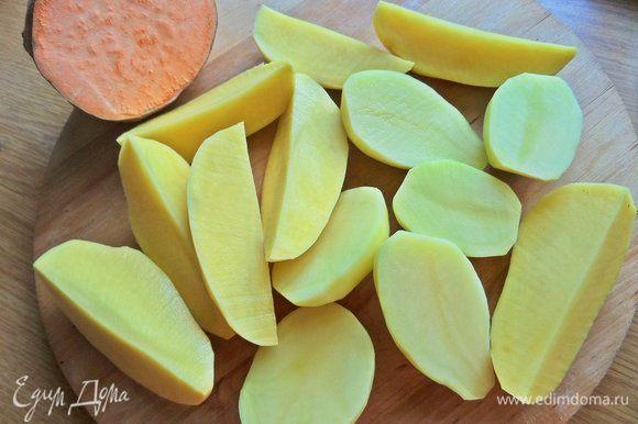 Картофель и батат очистить.