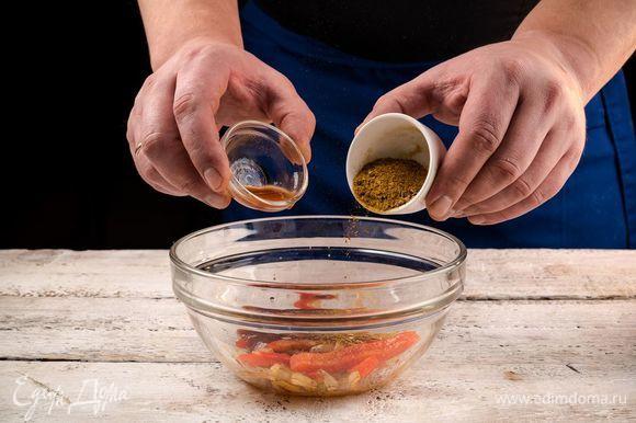 В отдельной плошке смешайте ингредиенты, добавьте кетчуп, специи масала и острый карри, все перемешайте.