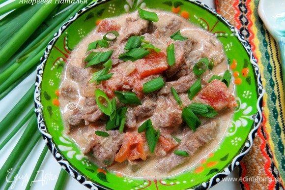 Готовый бефстроганов подавать теплым. На гарнир отлично подойдут рис, гречка или картофель. Приятного аппетита!