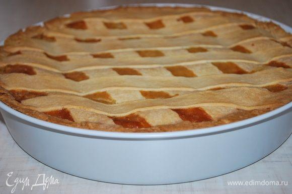 Пастьера готова. Надо оставить пирог для настаивания хотя бы на сутки, чтобы все ароматы в нем распределились и полностью раскрылись.