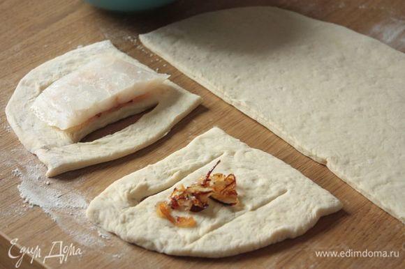 Филе трески ТМ «Магуро» нарежьте на кусочки одинаковой толщины (я обычно делаю 3-4 см). В оригинальном рецепте берется сырой лук, но мы в семье полюбили вариант с обжаренным в сливочном масле луком. На середину теста выкладывайте лук, а сверху выложите филе. Посолите по вкусу и, по желанию, добавьте маленькую веточку укропа. В оригинальном рецепте укропа нет, но, опять-таки, у нас он прижился :))