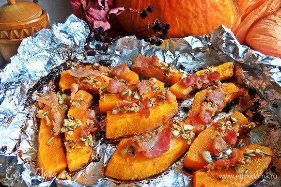 Летом, когда идете на шашлыки, можно завернуть готовую закуску в фольгу и взять с собой на пикник.