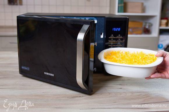 Запекайте рыбу в микроволновой печи с грилем Samsung MW3500K при мощности 800 Вт 20 минут, далее включите режим «+30 СЕК Гриль» для получения красивой золотистой корочки.