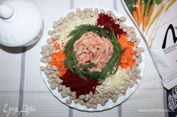 Морковь, свеклу, капусту и рыбу порезать соломкой. Добавить пшеничные отруби ТМ «Лито».