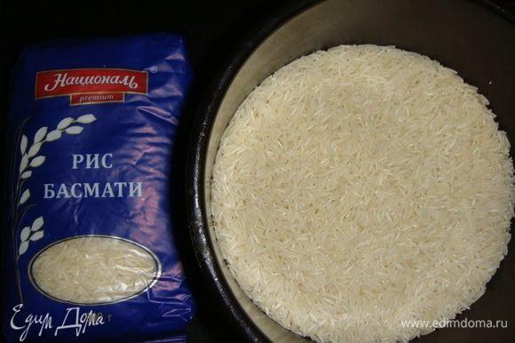 Рис Басмати ТМ «Националь» промыть до прозрачной воды. Залить водой, посолить, довести до кипения и варить на медленном огне 15 минут. Оставить настояться под закрытой крышкой еще 15 минут. Остудить.