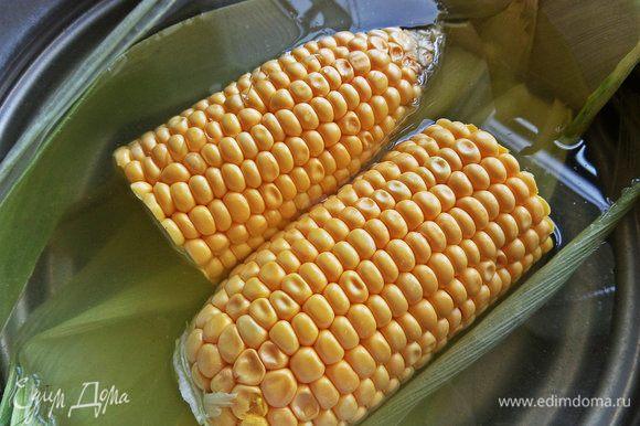 Для подачи отварить кукурузу или воспользоваться консервированной.