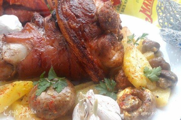 Такое простое, но такое вкусное блюдо получилось, на праздничном семейном столе обязательно найдет свое место.