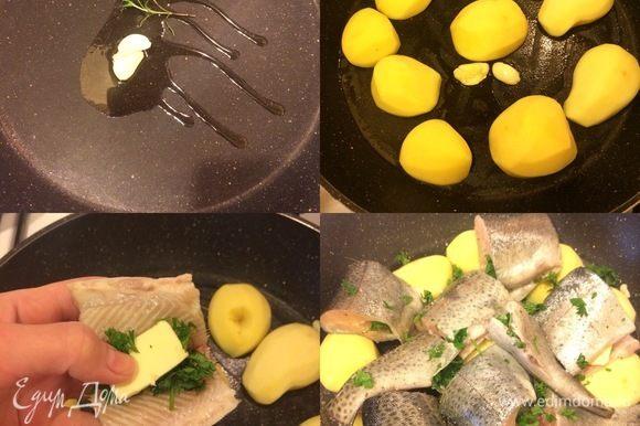 В сковороде с толстым дном резогреть оливковое масло, добавить чеснок, розмарин и прогреть, затем добавиь картофель. Рыбу (каждый кусочек) посолить, добавить масло, зелень и сложить сверху на картофель.