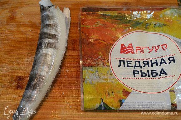 Рыбу разморозить и выпотрошить, отрезать голову, хвост, плавники. Я всегда пользуюсь рыбной продукцией ТМ «Магуро», она обладает высокими вкусовыми качествами, благодаря правильной технологии заморозки и хранения!