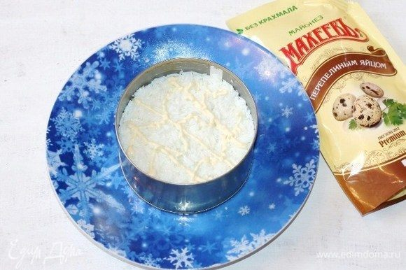 Третий слой — яичный белок, подсолить+майонез.