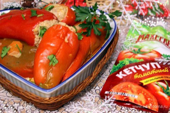 Перед подачей, посыпать перцы нарезанной зеленью. Приятного аппетита!